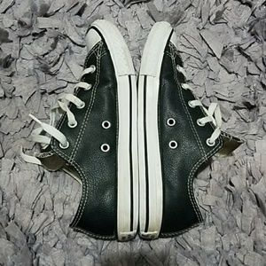 Converse All Star Faux Leather Low Top Youth sz 4